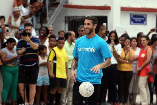 Sergio Ramos desata pasiones entre la afición habanera en su visita a Cuba (Fotos)
